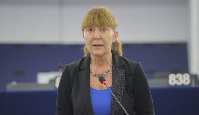 """Foto: """"Opriți modificările la Codurile Penale, altfel ne scoateți  din UE"""""""