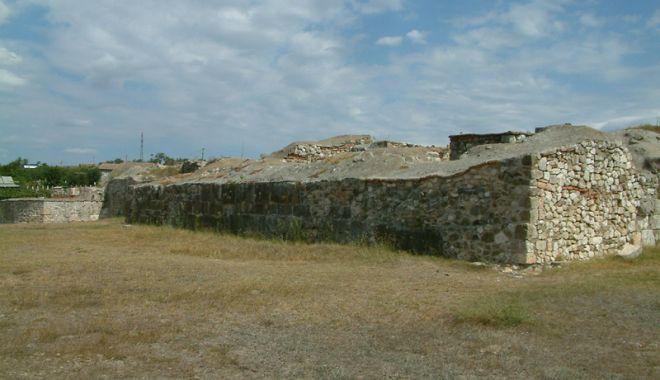 Cetatea Capidava, prin ochii specialiştilor - monografie3-1531325634.jpg