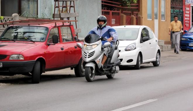 """Foto: Când vine legea care să dea """"undă verde"""" mopediştilor"""