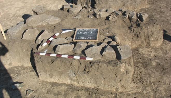 Foto: Morminte din preistorie, descoperite la Mireasa