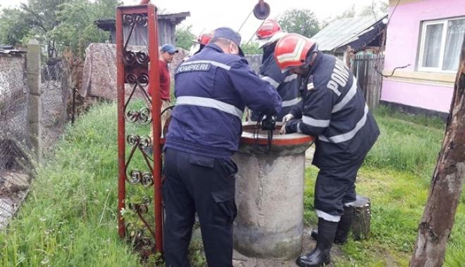 Foto: TRAGEDIE! BĂRBAT MORT DUPĂ CE A CĂZUT ÎN FÂNTÂNA DIN CURTE