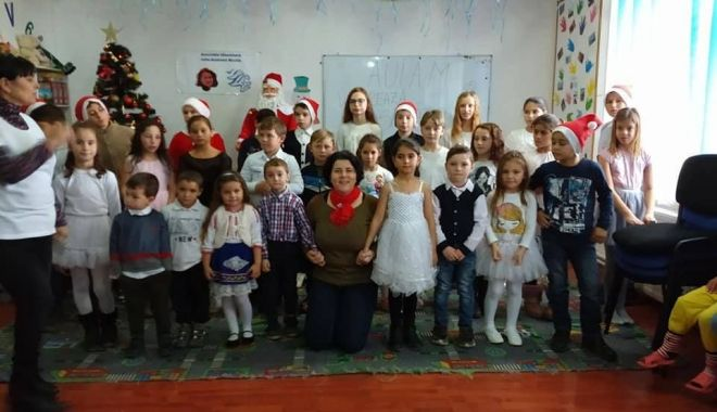 Foto: Cadouri pentru copiii din Pecineaga