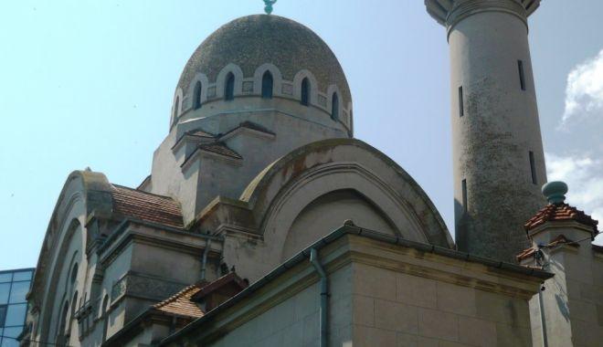 Credincioșii musulmani sărbătoresc Ramazan Bayram - moscheeaptnet11550821496-1590224241.jpg