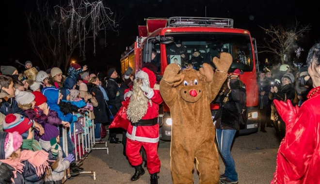 """Foto: Moş Crăciun, ajutat de pompierii  ISU """"Dobrogea"""" să ajungă în Tărâmul Magic"""