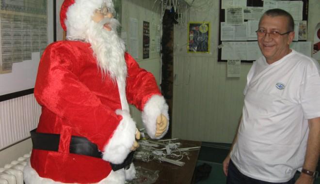 Foto: Moş Crăciun  vine la puii lupilor de mare