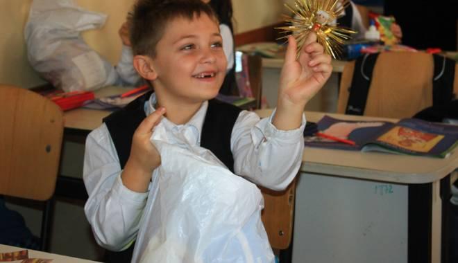 Moş Nicolae le-a făcut o bucurie copiilor din Năvodari - mosnicolae-1449242734.jpg