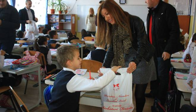 Foto: Moş Nicolae le-a făcut o bucurie copiilor din Năvodari