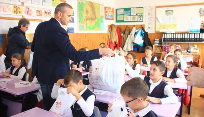 Moş Nicolae le-a făcut o bucurie copiilor din Năvodari - mosnicolaenavodari1-1449242721.jpg