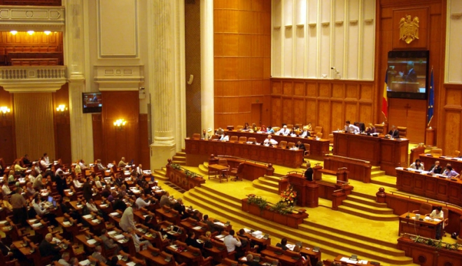 Foto: A sosit ziua cea mare: moţiunea de cenzură, dezbătută şi supusă votului, în Parlament