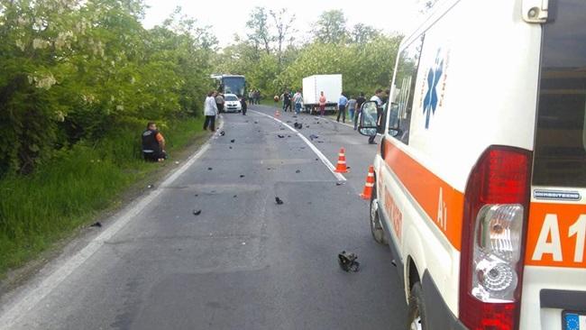 Foto: ACCIDENT GRAV. Motociclist, mort după ce a intrat în plin într-un autoturism