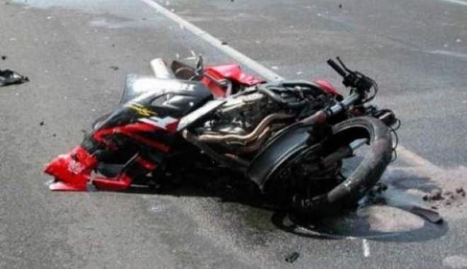 Foto: Motociclist rănit grav din cauza unui şofer imprudent