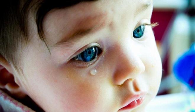 Foto: Ce facem când micuţul are canalele lacrimale înfundate?