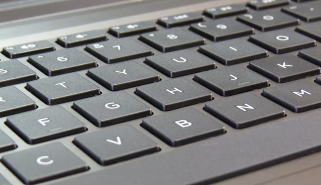 Foto: Producătorii de laptopuri mint în privința autonomiei bateriei