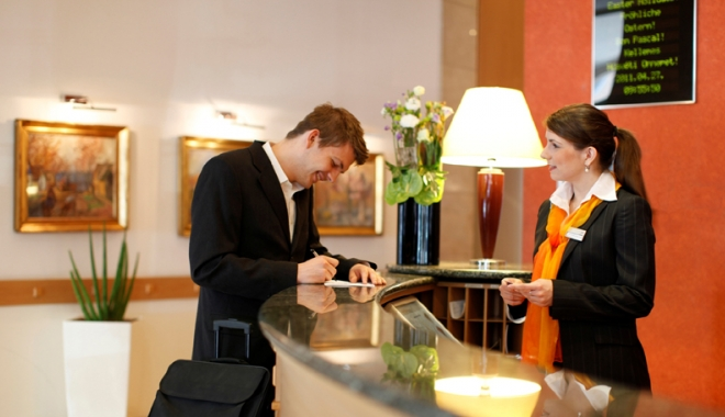 Foto: Recepţionerii de hotel  şi măcelarii, la mare căutare pe piaţa muncii