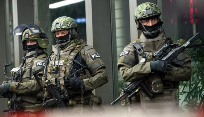 Foto: Trei persoane suspectate de terorism au fost arestate