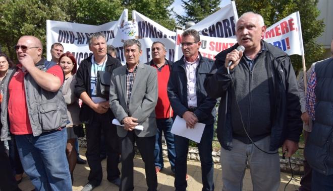 Foto: Muncitorii de la Oil Terminal Constanţa cer demisia ministrului Energiei