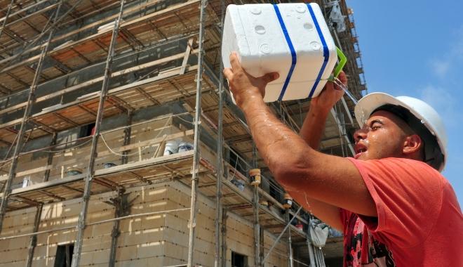 Foto: COD ROŞU de CANICULĂ. ITM verifică angajatorii dacă îşi protejează angajaţii