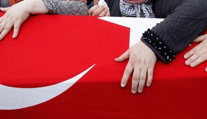 Foto: DRAMĂ în familia unui fost director de şcoală din CONSTANŢA. Nu a putut ajunge la înmormântarea mamei…