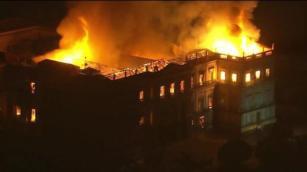 Foto: Unul dintre cele mai mari muzee, mistuit de un incendiu. 200 de ani de istorie s-au făcut scrum