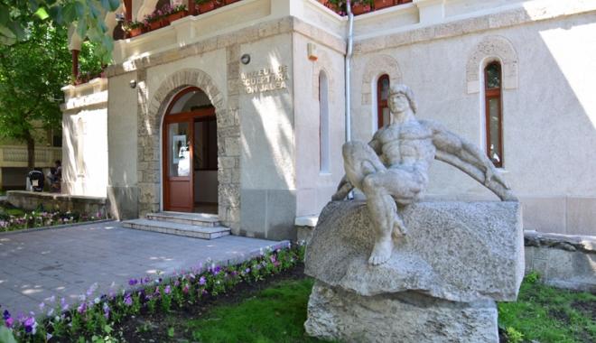 """Foto: Muzeul de sculptură """"Ion Jalea"""", deschis pentru vizitatori"""