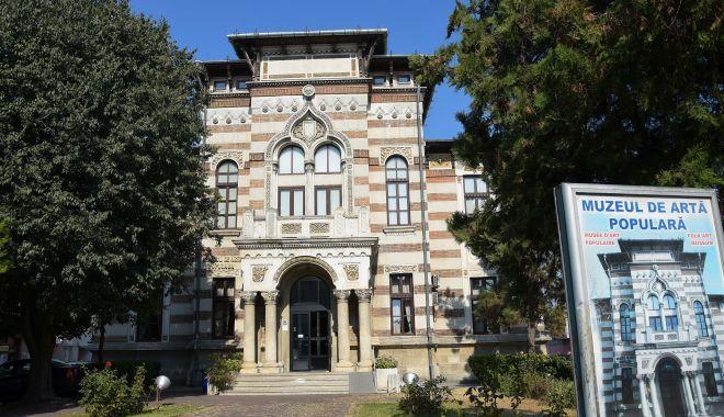 Foto: Muzeul de Artă Populară se pregăteşte pentru Noaptea Muzeelor
