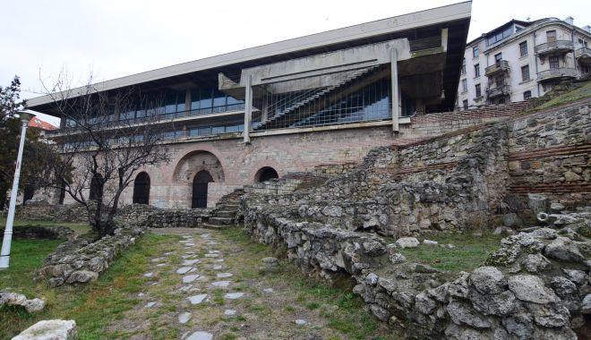 Foto: Ploi, fiare și rugină! Timpul a stat în loc la Edificiul Roman cu Mozaic