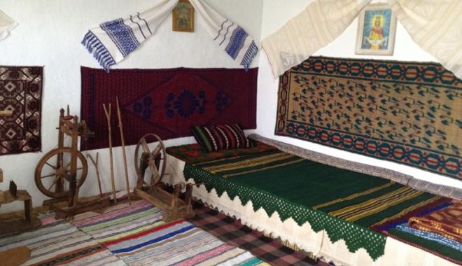 Foto: Tradiţii şi obiceiuri populare. Comorile Muzeului Satului Dobrogean