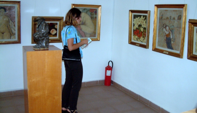 Foto: Tablourile de la Muzeul din comuna Topalu, subiect de discuţie în Camera Deputaţilor