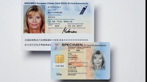 Foto: Carțile de identitate se schimbă și vor avea un nou format. Cum vor arăta noile documente