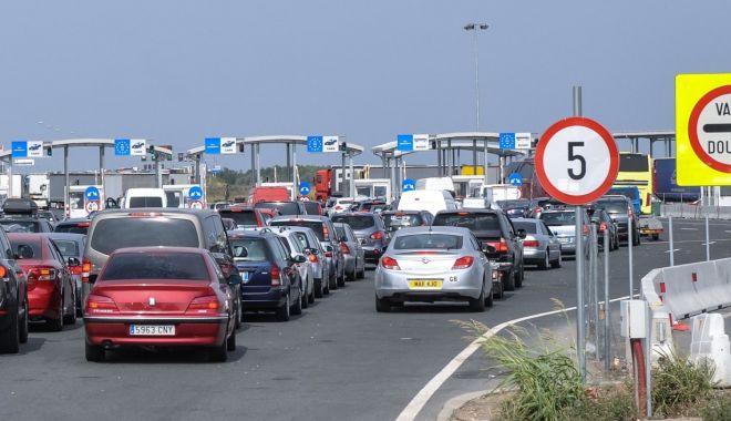 Peste 100.000 persoane au trecut frontierele țării duminică - nadlac-1593414873.jpg
