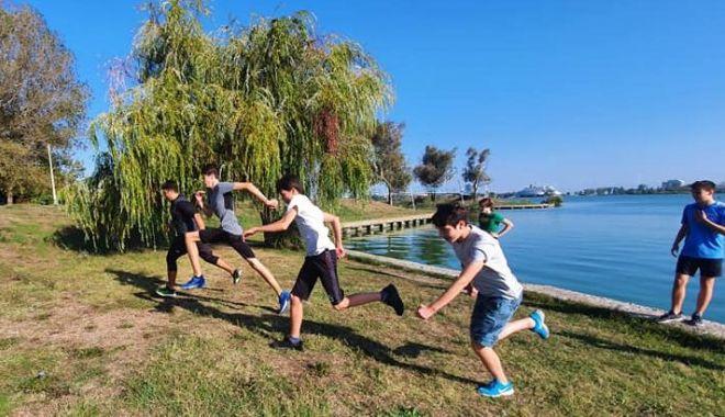 Bazinul de la Palatul Copiilor, închis şi astăzi. Înotătorii, antrenamente în Parcul Tăbăcăriei - natatie-1601364294.jpg