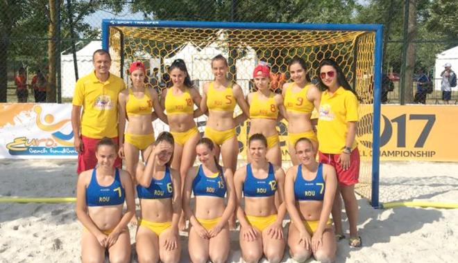 Foto: Naţionala feminină de handbal pe plajă, locul 7 la Europene