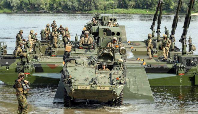 Foto: NATO îşi etalează forţa în faţa Rusiei prin manevre-gigant