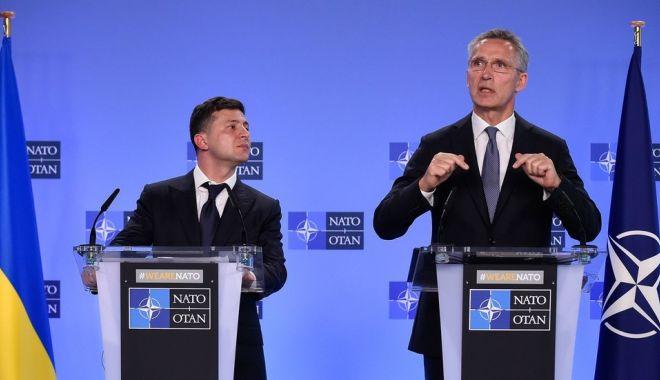 Foto: NATO îi cere preşedintelui Zelenski să întărească statul de drept