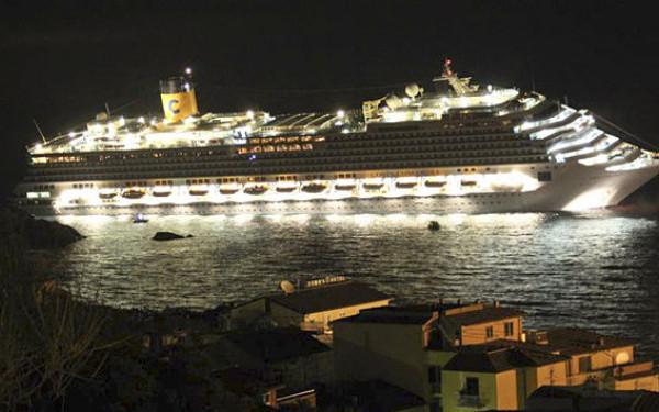 Foto: TRAGEDIE / Nava de croaziera Costa Concordia a naufragiat. 8 pasageri sunt morti si 30 disparuti