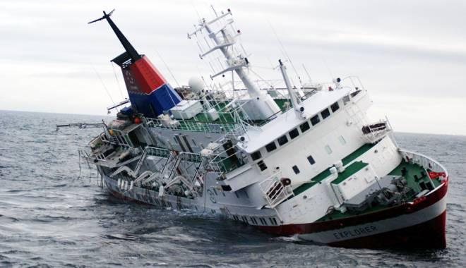 Foto: Naufragiu în Marea Neagră, la 120 km de România. 12 persoane au murit