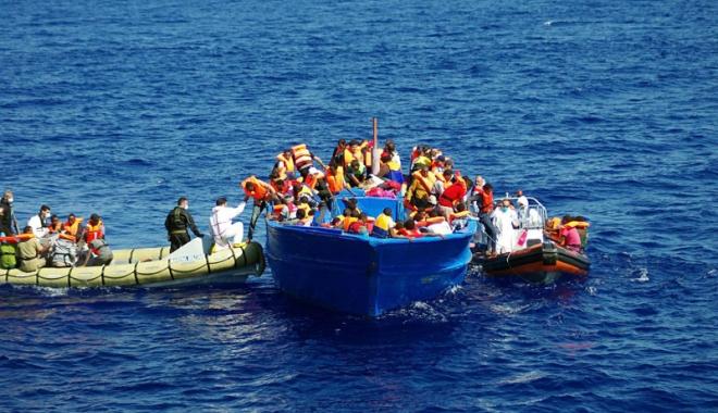 Naufragiu în Marea Mediterană. 450 de oameni au murit - naufragiu-1474546351.jpg