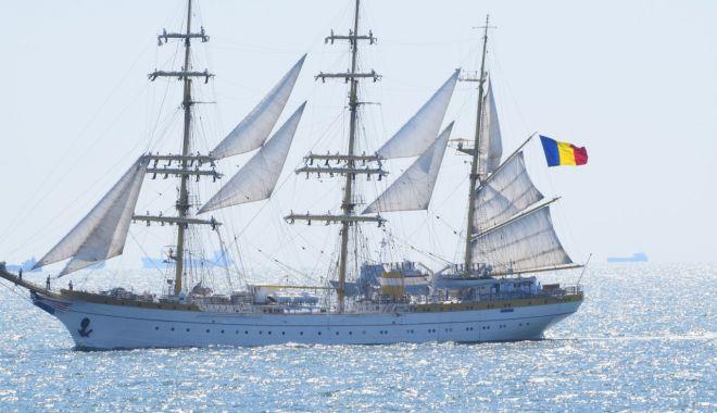 """Foto: Nava şcoală """"Mircea"""" va reconstitui marşul de acum 80 de ani"""
