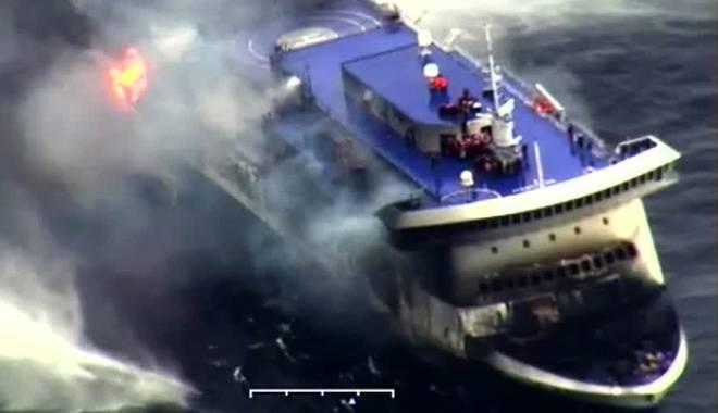 Foto: Feribotul incendiat / Patru cadavre au fost recuperate. Toţi pasagerii au fost evacuaţi / Galerie foto
