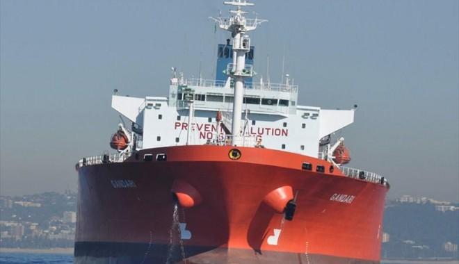 """Foto: Piraţii au jefuit echipajul navei """"Ocean Centurion"""" şi au rănit trei marinari"""