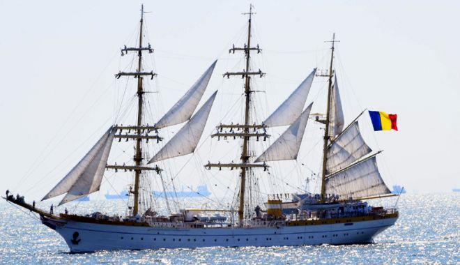 """Foto: Nava-şcoală """"Mircea"""" pleacă într-un nou voiaj"""