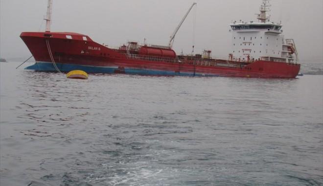 Foto: Grav accident la Dardanele: O navă care a încărcat animale în portul Midia a intrat în coliziune cu un tanc chimic
