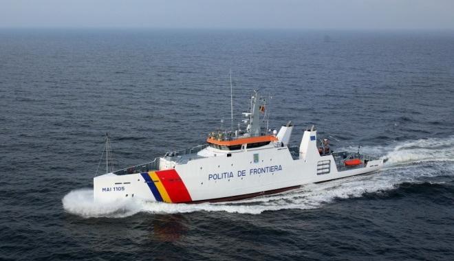 Foto: La un pas de moarte! Zeci de persoane, salvate de poliţiştii români, din apele Mării Egee