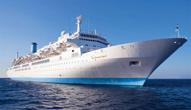 "Foto: Nava ""Thomson Spirit"" a adus 1.213 pasageri, la Constanţa"