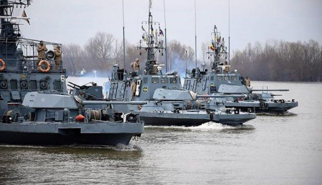 Foto: Câteva sute de militari de la flotila fluvială se instruiesc pe Dunăre