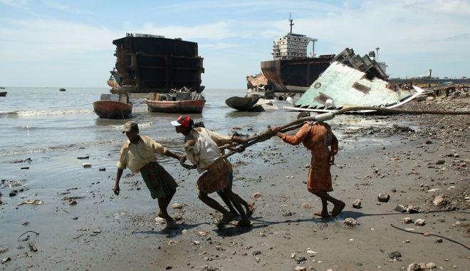 Navele trimise la demolare fac victime în Bangladesh, Pakistan și India - naveletrimiselademolarefacvictim-1612980987.jpg