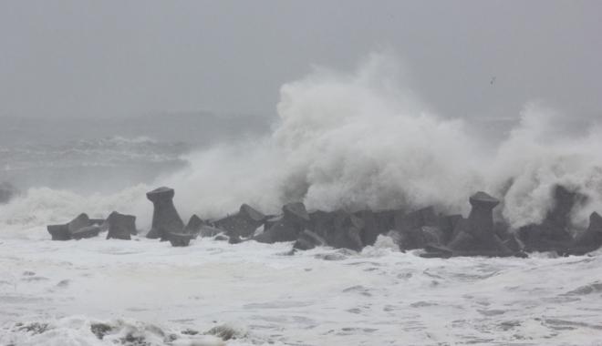 Foto: Navigația în porturile maritime a fost suspendată