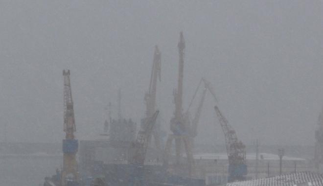 Foto: Navigaţia în porturile maritime a fost, din nou, suspendată