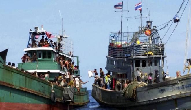 Navigatorii sunt incriminaţi pentru că salvează emigranţii din apele mării - navigatorii-1443722628.jpg