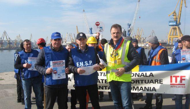 Foto: Navigatorii și docherii constănțeni vă cer: Stopați dumping-ul social din porturile europene!